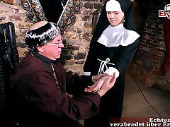 junge nonne zum prurient making love verführt im kloster