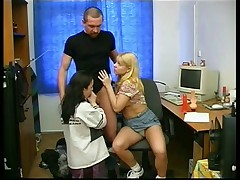 A dad play with 2 teenagers girls and their sextoys