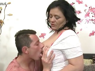 Mature hottie mom fucks her son's best friend