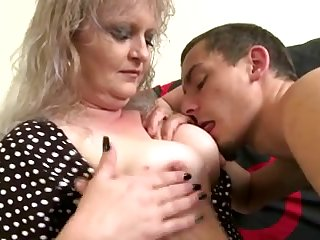 Old mature mom suck and fuck her young toy boy