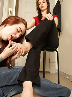 <!–-IMAGE_COUNT-–> of Genetica gets a nice foot rub and licking by slave girl
