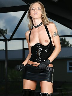 <!–-IMAGE_COUNT-–> of Alina Long in Latex
