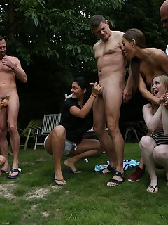 <!–-IMAGE_COUNT-–> of Nudist Show Offs